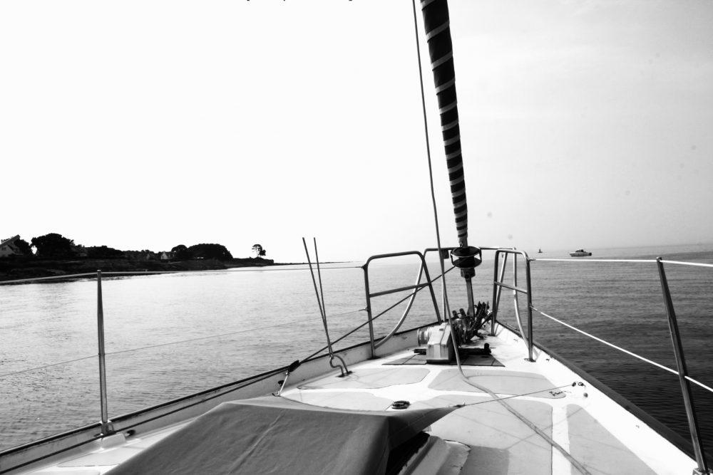 Photo artistique du voilier en noir et blanc
